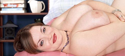 photo de femme ronde avec gros seins