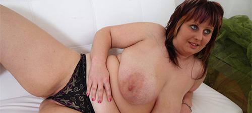 femme ronde aux gros seins