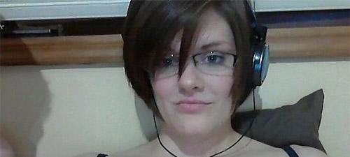 jeune femme célibataire en webcam