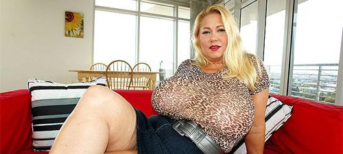 seins énormes de femme mature