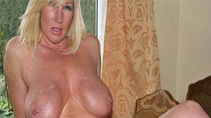 Axelle : Mature aux gros seins très chaude