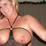 Femme mature aux gros seins et très chaude dans le nord
