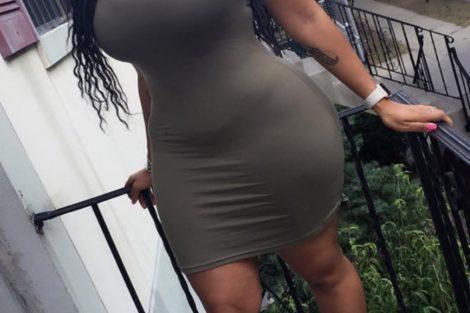 Femme noire en tenu sexy