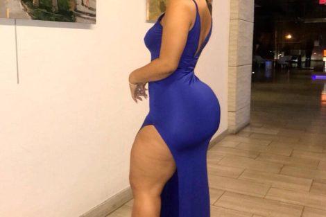 Ronde sexy en robe de soirée bleu