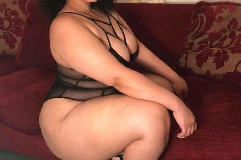 Mature métisse en lingerie