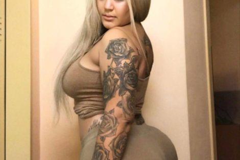jeune black blonde tatoué&e avec un grosse fesses