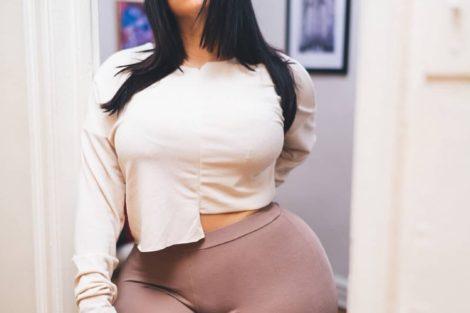 Jeune femme métisse sexy